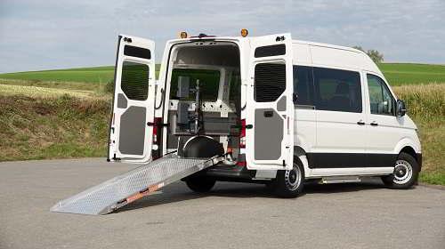mietwagen f r behinderte vw caddy mit rollstuhlrampe. Black Bedroom Furniture Sets. Home Design Ideas